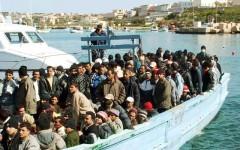 Immigrazione: al via la seconda fase di Eunavfor Med. Le navi potranno identificare gli scafisti e distruggere i barconi