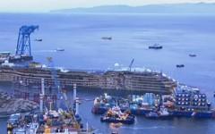 La Costa Concordia raddrizzata al Giglio