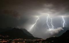 Toscana: allerta meteo dalla mezzanotte di oggi 18 agosto alle 15 di domani, mercoledì 19