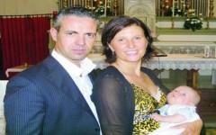 I genitori Caterina Innocenti e Riccardo Pierinelli con il piccolo Mattia