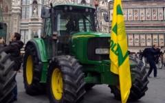 «Giornata del ringraziamento»: trattori in centro per la festa degli agricoltori