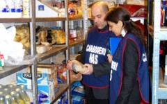 Firenze, 255 kg di merce sequestrata negli alimentari etnici