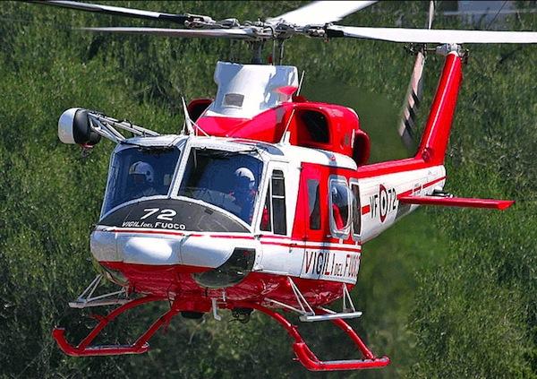 Un elicottero dei Vigili del Fuoco durante una ricerca persone