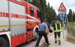 Pisa: raid vandalico a Cisanello, a fuoco auto ed un cassonetto