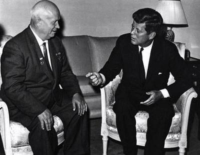 Il premier sovietico Nikita Krusciov e il presidente Kennedy