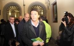 Renzi: «Politici credibili solo quando dimezzeranno i loro posti»