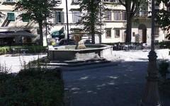 Firenze: un uomo si spoglia e fa il bagno nella fontana