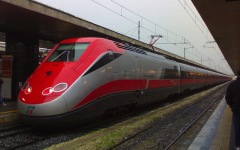 Linea dei treni Roma-Firenze, furto di cavi in rame: maxi ritardi e convogli cancellati