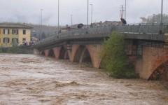 Il fiume Serchio in piena in Lucchesia