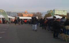 In fila al freddo per un posto di lavoro al fast food
