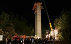 La piattaforma da dove caddero i 3 operai morti nel 2008