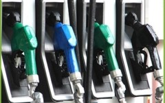 Leggero calo del prezzo dei carburanti ma non del gpl