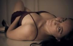 Sarah Ton, 32 anni, si spoglia al Tg