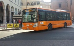 Livorno: extracomunitario colpisce con un pugno autista del bus poi fugge indisturbato