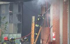 Vittime e feriti al Macrolotto dopo un incendio