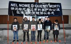 La protesta davanti al consolato cinese