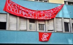 Firenze, occupato a Novoli da 30 famiglie senza casa un edificio disabitato
