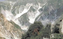 Massa: alpinista ferito salvato dal soccorso alpino sulle Apuane