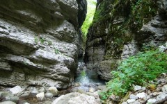 Lucca, Orrido di Botri: malore nel canyon. Donna salvata in elicottero