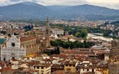 Firenze, Santa Croce: venditori abusivi minacciano una troupe televisiva