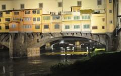 Firenze: graffiti su Ponte Vecchio, due minorenni denunciate