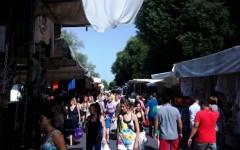 Cascine, folla al mercato nel giorno di San Giovanni
