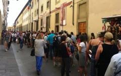 Firenze: stop mendicanti e abusivi davanti alla Galleria dell'Accademia. L'appello della direttrice Holberg