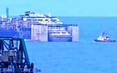 Concordia, comincia l'ingresso in porto a Genova