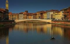 Pisa, giovane cade in Arno dalla spalletta. Fratture multiple ma è salvo