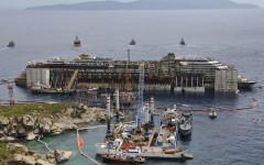 Il cantiere all'isola del Giglio durante le fasi di raddrizzamento della Costa Concordia