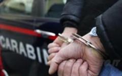 Arezzo, minaccia col fucile passanti e carabinieri: arrestato un uomo di 64 anni