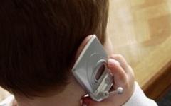 Toscana: il primo cellulare a 8 anni. La metà dei bambini lo possiede