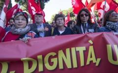 CGIL, corteo a Roma: la Camusso annuncia lo sciopero generale. Porterà un milione di persone in piazza contro Renzi