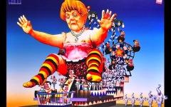 Carnevale di Viareggio 2015: Merkel che partorisce Renzi e Matteo nei panni di Pinocchio. Ecco i progetti dei carri