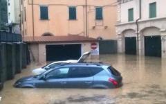 Carrara: duemila alluvionati protestano in Comune