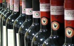 Sesto Fiorentino: fa scorta gratis di vino Chianti al supermercato. Finisce ai domiciliari
