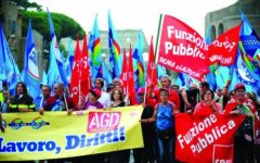 Statali: a Roma 100.000 in piazza  vogliono risposte dal Governo Renzi. I sindacati minacciano lo sciopero generale