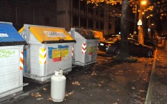 Firenze, bombola di gas accanto a un cassonetto. Il degrado non si ferma