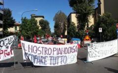 Toscana: il movimento per la casa cerca Rossi dopo il selfie con i rom. Occupato l'ingresso del Consiglio regionale. Un contuso