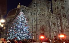 Firenze: albero di Natale davanti al Duomo acceso dal sindaco Nardella