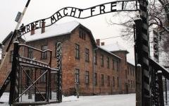 Treno della memoria: 500 studenti dalla Toscana ad Auschwitz. Rossi: «L'Isis? Sono i nuovi nazi»