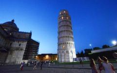 Pisa, blitz di tre curdi sulla Torre: striscione di protesta contro la Turchia