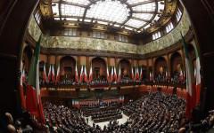 L' aula di Montecitorio durante la seduta plenaria di senatori e deputati