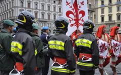 Vigili del Fuoco con il Gonfalone di Firenze