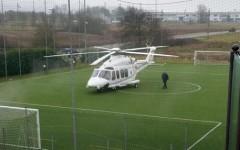 L'elicottero di Renzi: nessun guasto, atterraggio per maltempo. E ora è bufera: politica