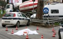 Follonica, ciclista travolta e uccisa da un camion betoniera