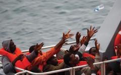 Migranti: in 75 su un veliero. Soccorsi da motovedette. Salvini autorizza lo sbarco