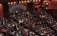 Italicum: Renzi sfida il Parlamento (che non vuole andare a casa...) e pone la fiducia. Superate le pregiudiziali