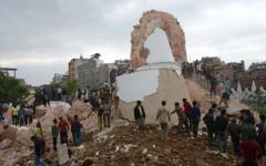 Terremoto in Nepal: è una catastrofe con migliaia di vittime. Tre alpinisti italiani bloccati sull'Everest