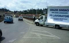 Firenze, licenziati del Maggio musicale: un camion «vela» di protesta in giro per la città
